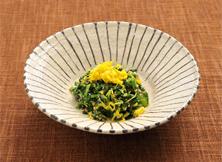 菊菜と菊花のごま和え