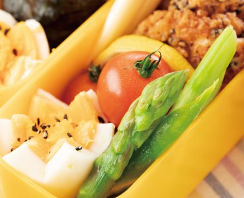 アスパラとトマトと卵のサラダ