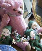 ピンクのテディベアもビーズ織りで